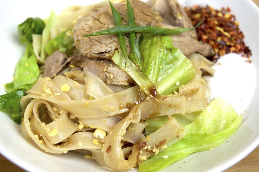 Pork in soy sauce noodle stir fry pad see ew pork noodle stir fry forumfinder Gallery
