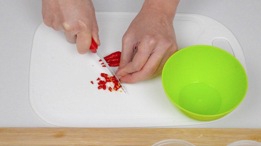 slicing the chillies