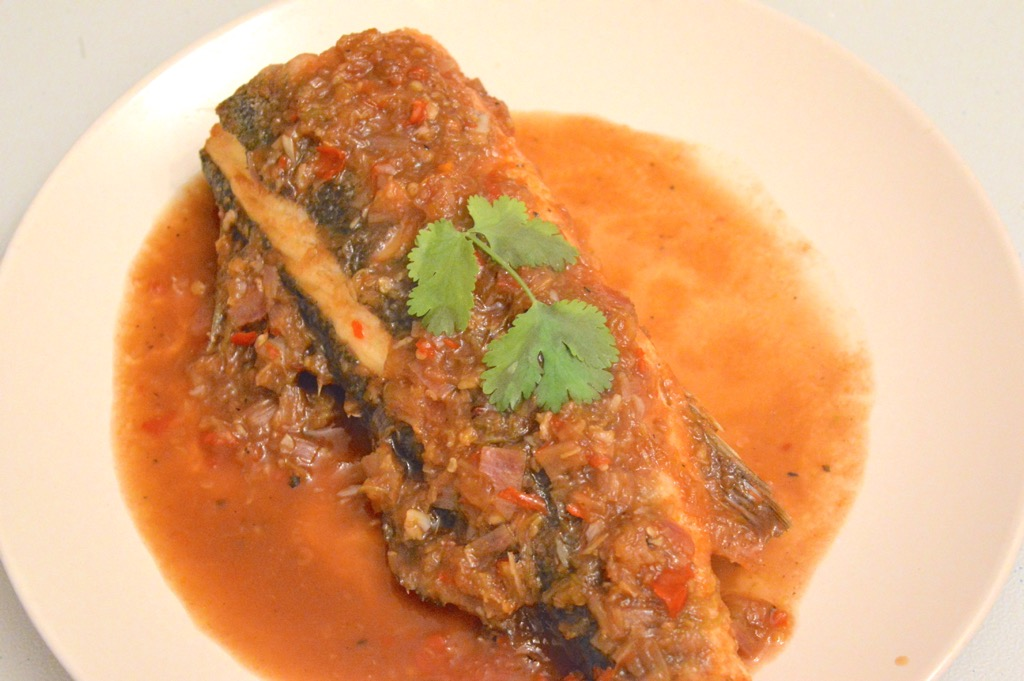 spicy sea bass with tamarind sauce recipe