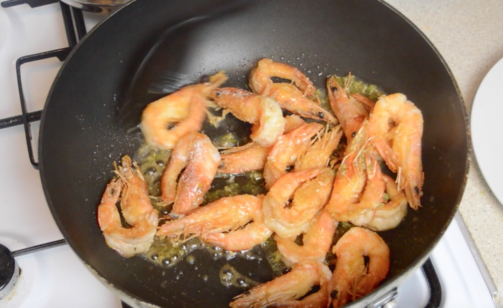 Fried Shrimp With Garlic And Pepper Recipe (Goong Kratiem Prik Thai)
