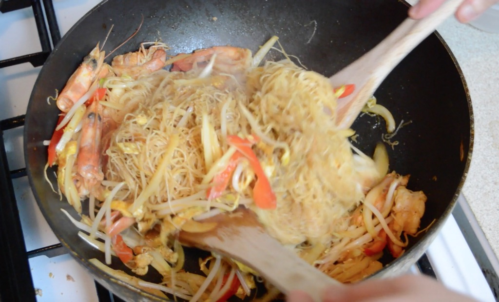 making singapore noodles