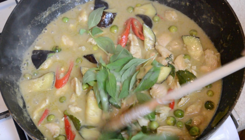 making thai green curry