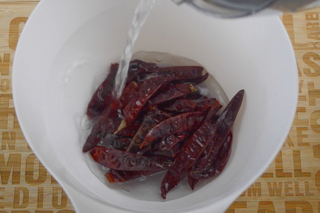 soaking dried chillies