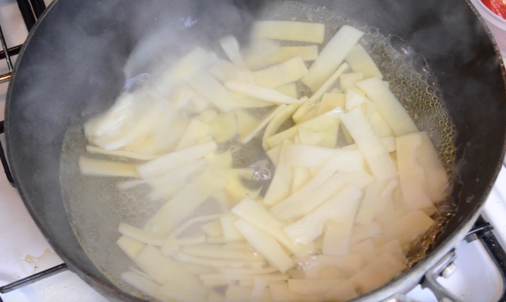 boiling the bamboo shoots