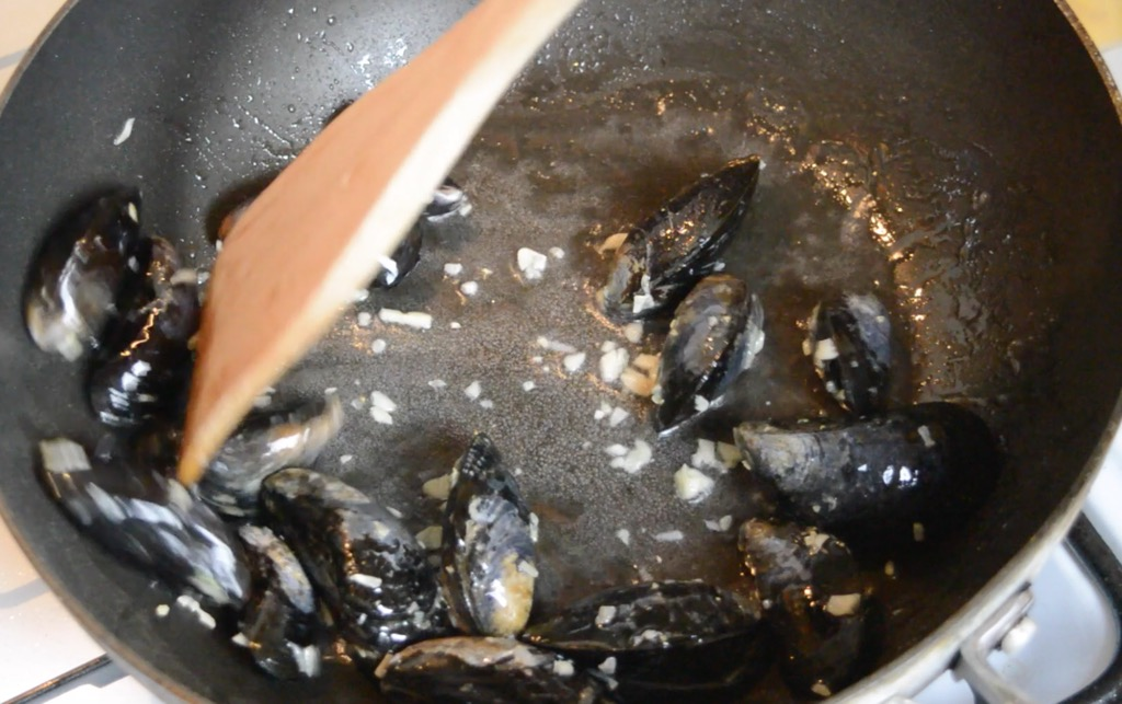 frying the mussels