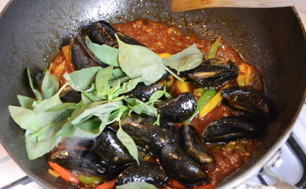 mussels in chilli paste