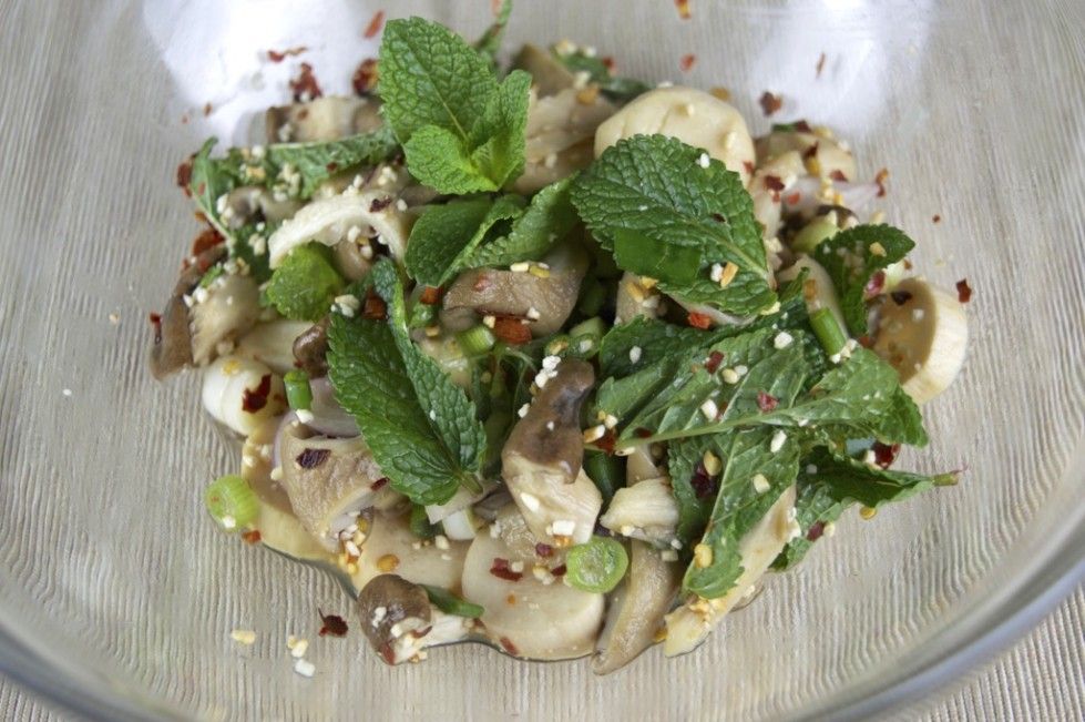 thai spicy mushroom salad recipe