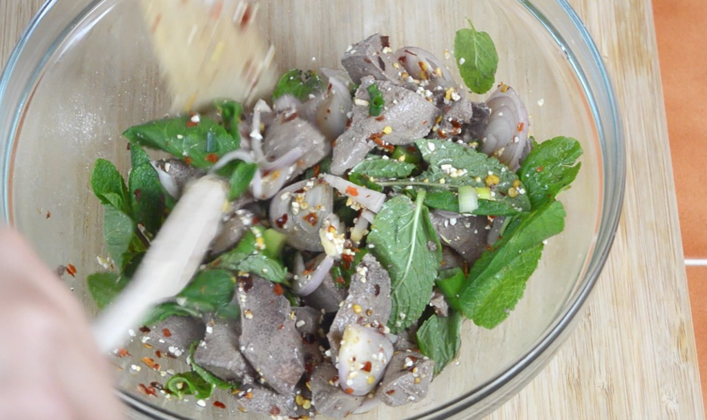 making the spicy thai liver salad
