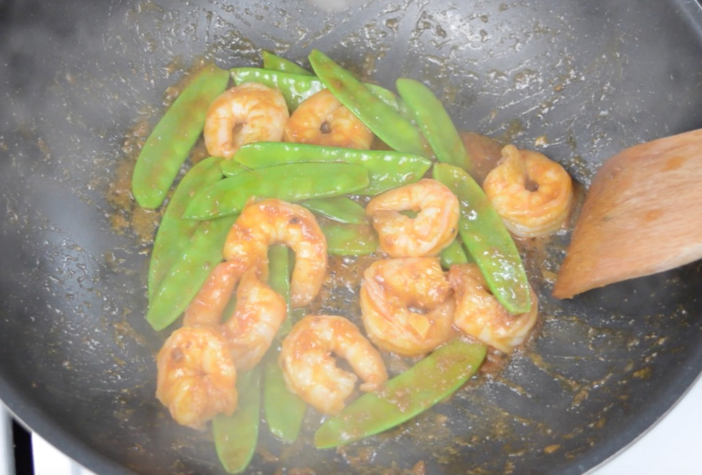 frying the shrimp with mangetout